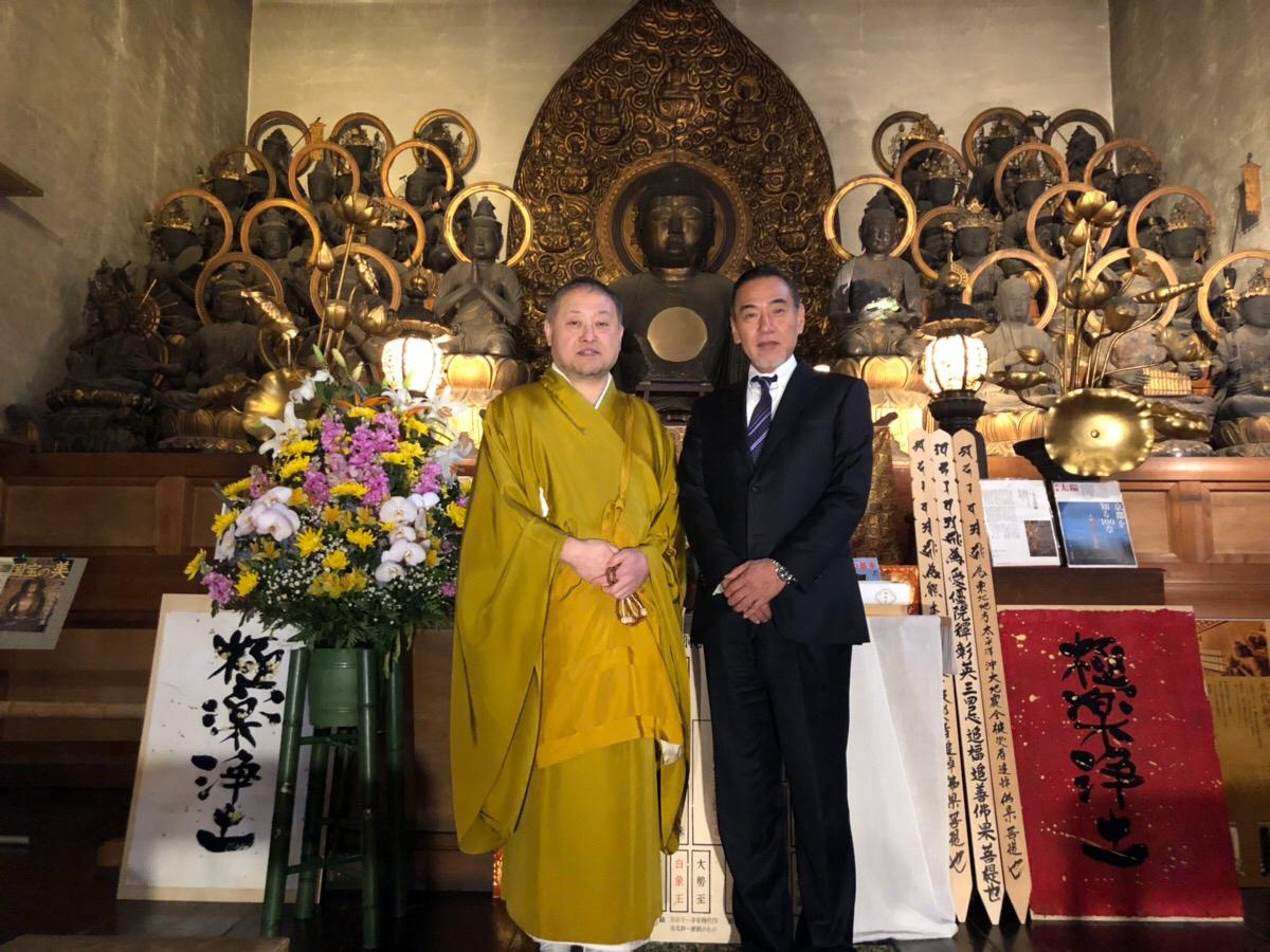 阿弥陀如来・二十五菩薩像の前でのお写真